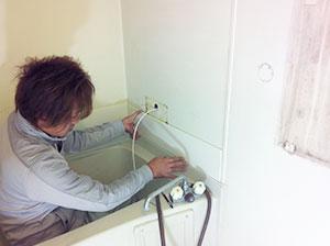 浴室の壁の修理・リフォーム作業
